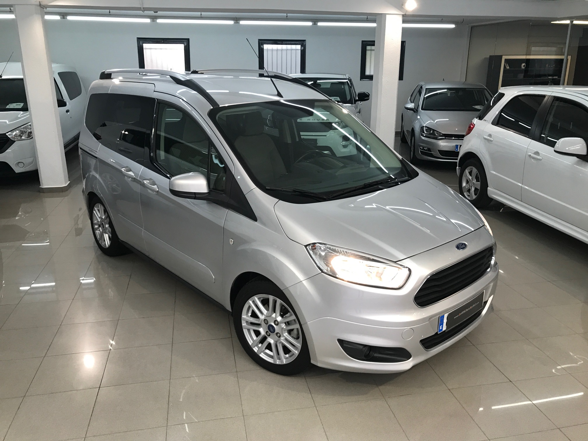 ford tourneo courier 1 6tdci 95cv titanium carreras cars. Black Bedroom Furniture Sets. Home Design Ideas