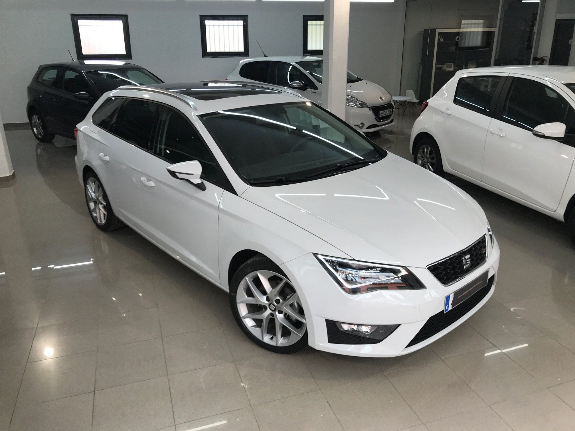 seat leon st fr 2 0tdi 150cv dsg carreras cars. Black Bedroom Furniture Sets. Home Design Ideas